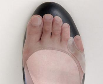 小指ジェルパッドを装着して靴を履いたところ