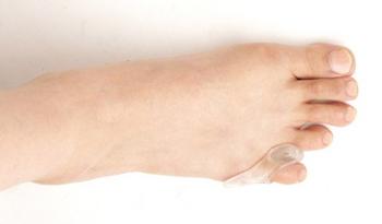 小指ジェルパッドを足に装着したところ